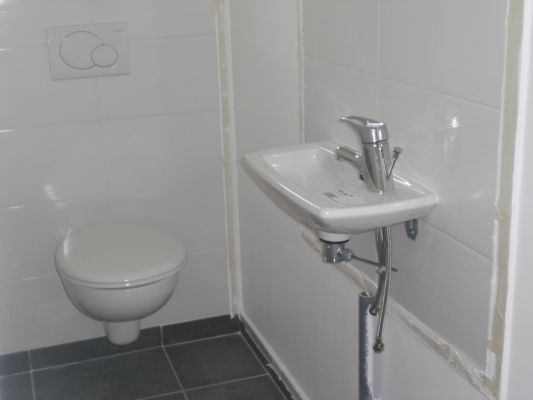 Comment raccorder lave main wc