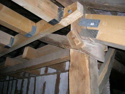 Images correspondant equerre fixation charpente bois
