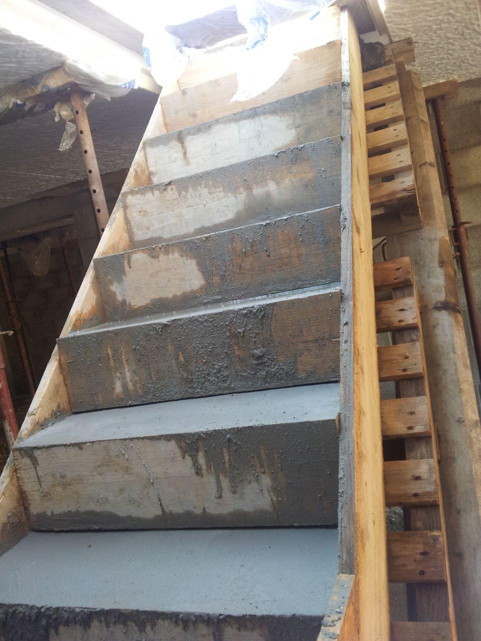 Sous-sol: Préparation pour la dalle du RDC et l'escalier béton du sous-sol.