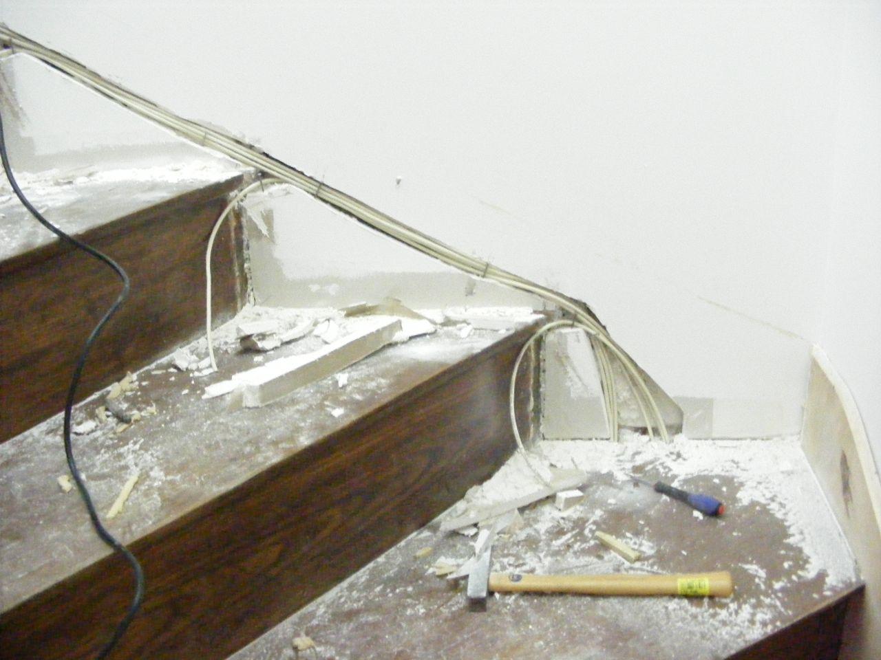 passage c ble escalier peinture escalier test eclairage escalier brielles ille et vilaine. Black Bedroom Furniture Sets. Home Design Ideas