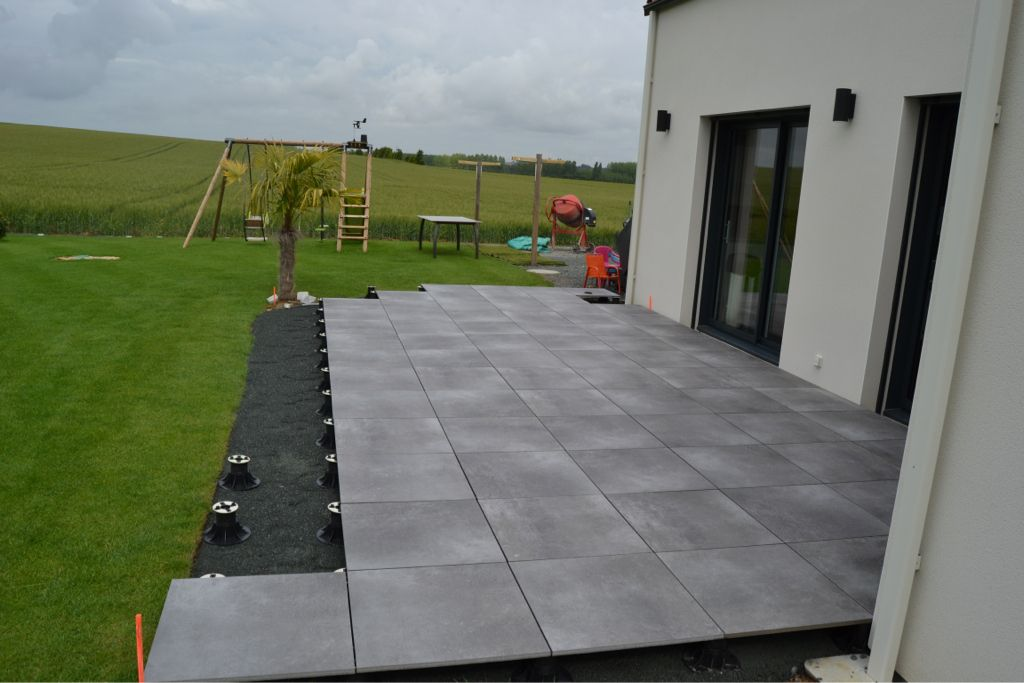 Carrelage design carrelage exterieur sur plot moderne for Pose carrelage terrasse sur plots