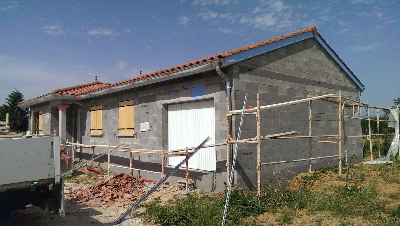 La préparation de la maison pour le crépis. <br /> Nous l'avons choisit ocre clair O70.