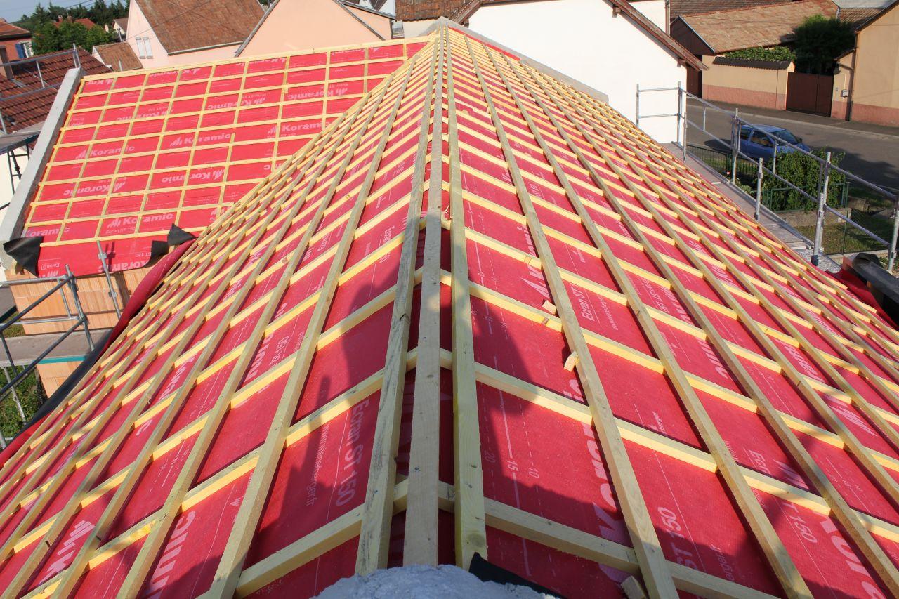 la toiture rougie sous le soleil nos tuiles sont arriv es electricit fournitures bon. Black Bedroom Furniture Sets. Home Design Ideas