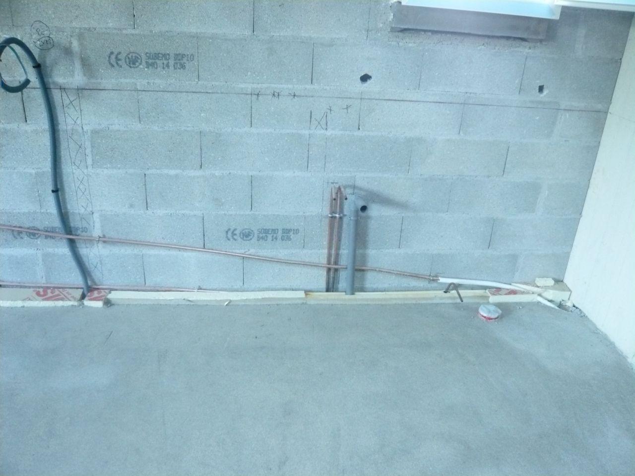 Cache Tuyau Sous Chaudiere risque de mettre les tuyaux cuivre derrière l'isolant en rp
