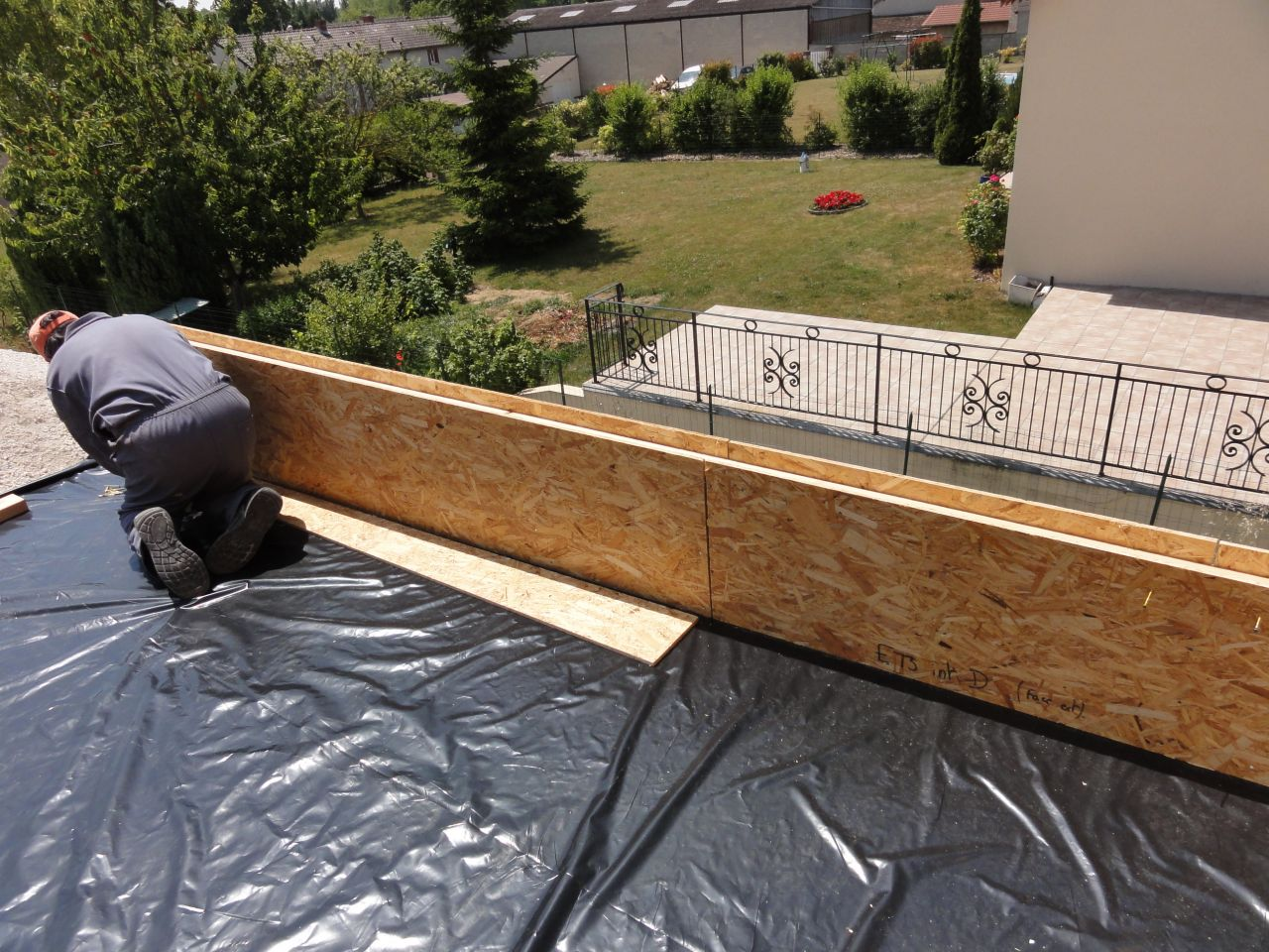 Pose charpente seconde tape marne for Osb exterieur pluie