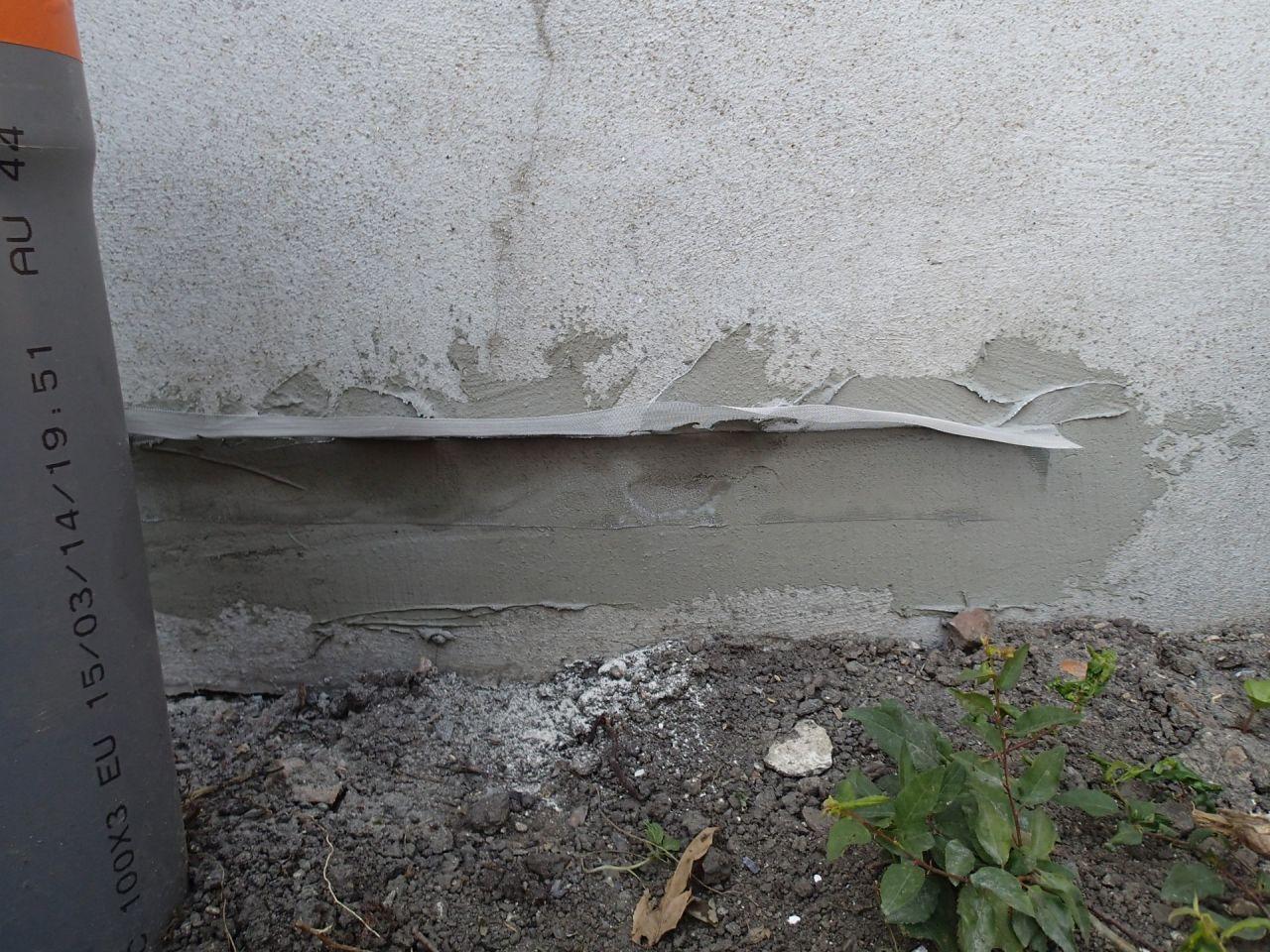 Grille contre les termites sur le bas de mur du voisin