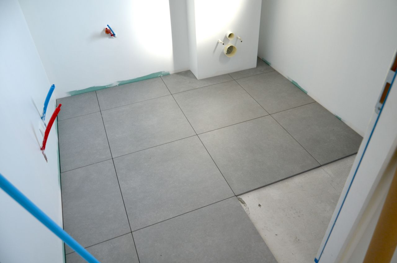 Garage carrelage r alisation chape de la terrasse for Poser du carrelage 60x60