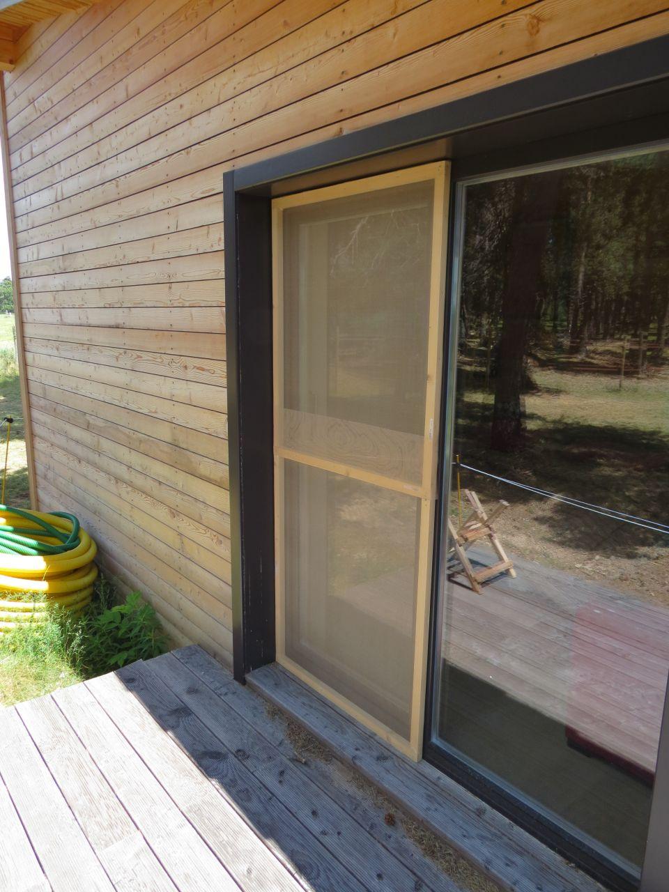 photo moustiquaire en place travaux de finitions lozere 48. Black Bedroom Furniture Sets. Home Design Ideas