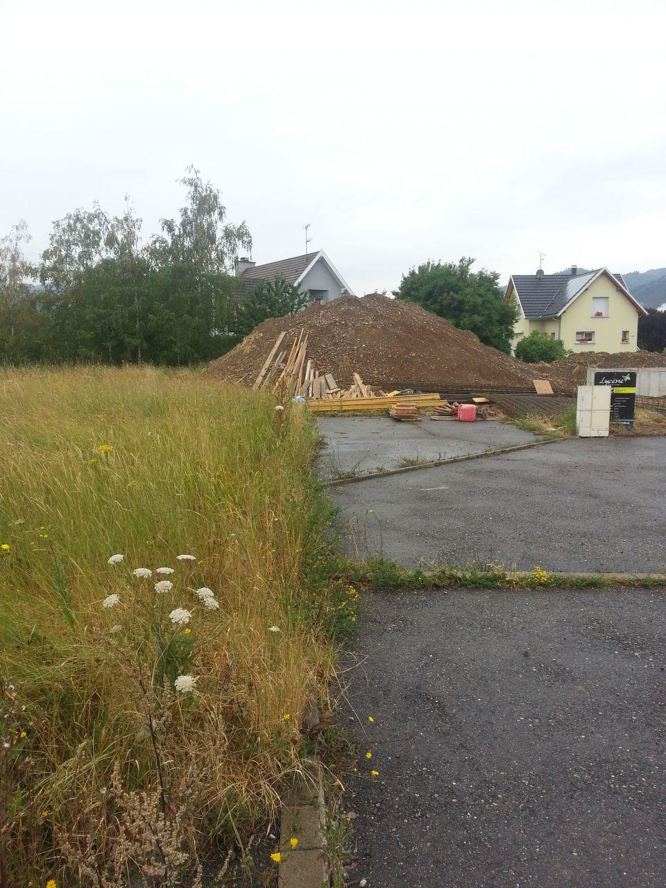 l'excès de terre dont mes voisins ont hérités.