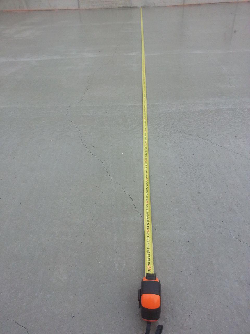 fissure de retrait apparente. 4 mètres pour la plus longue