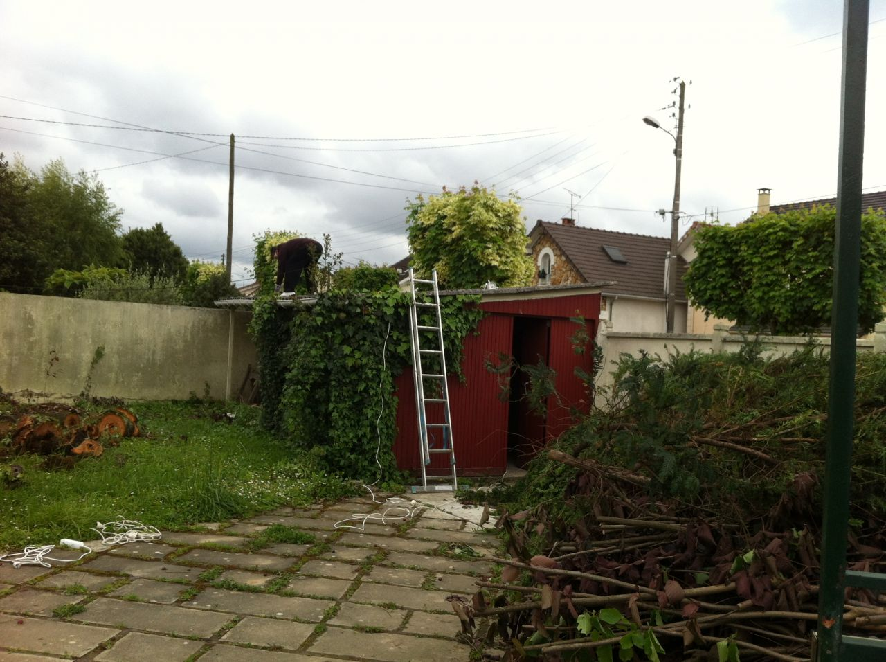 D molition du garage terrassement premi res for Terrassement garage
