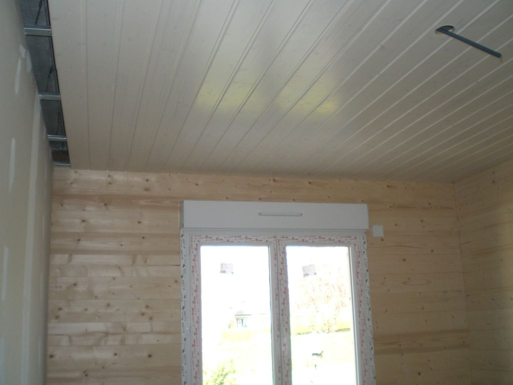 Chambre lambris pvc for Moulure plafond salle de bain