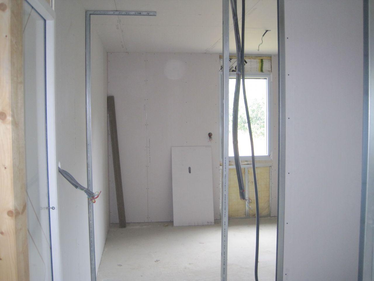 vue sur une chambre depuis le couloir