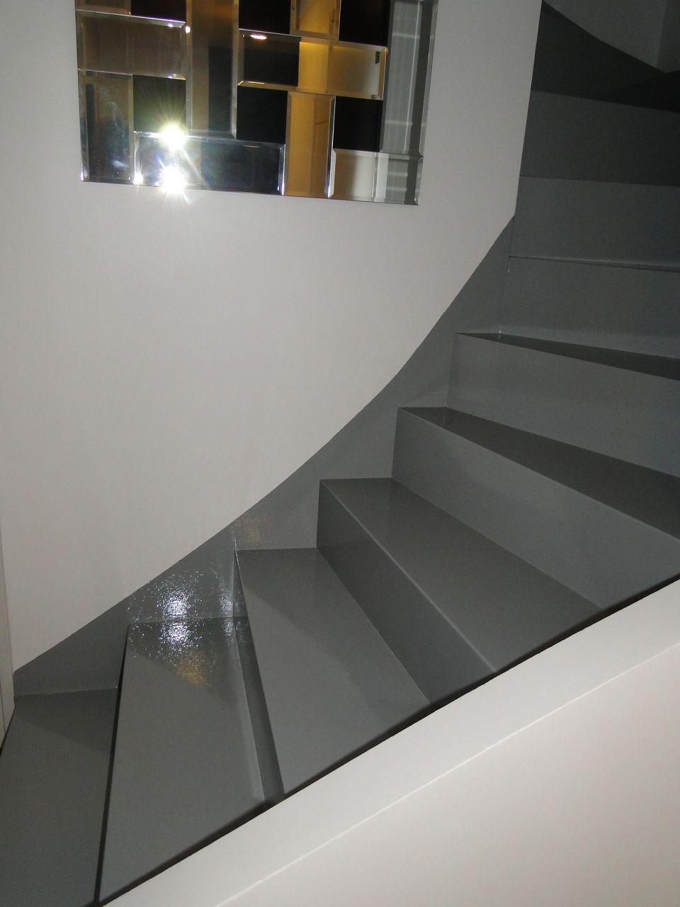 escalier finition r sine brillante fini leguevin haute garonne. Black Bedroom Furniture Sets. Home Design Ideas