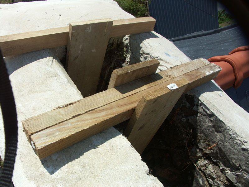Système pour installer un plancher dans les conduits de cheminées.