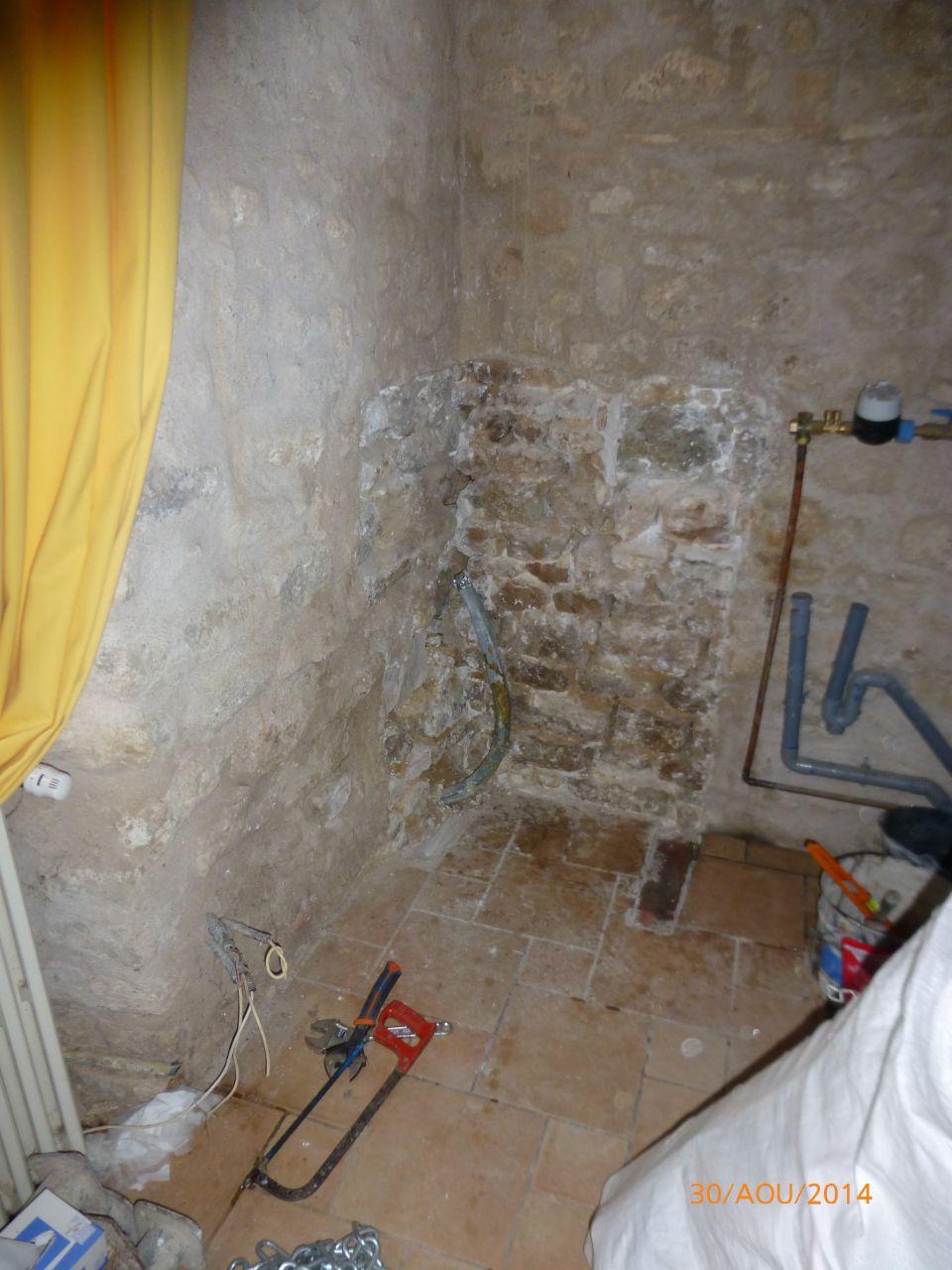 suppression des arrivées d'eau et des évacuations plombs de l'ancien evier de cuisine
