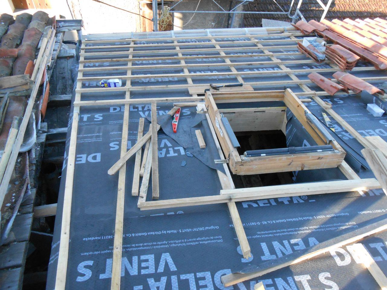 toiture qui part a gauche. Deuxieme litteu est parallel au faitage. Comment tuiler? En escalier plus zinc?
