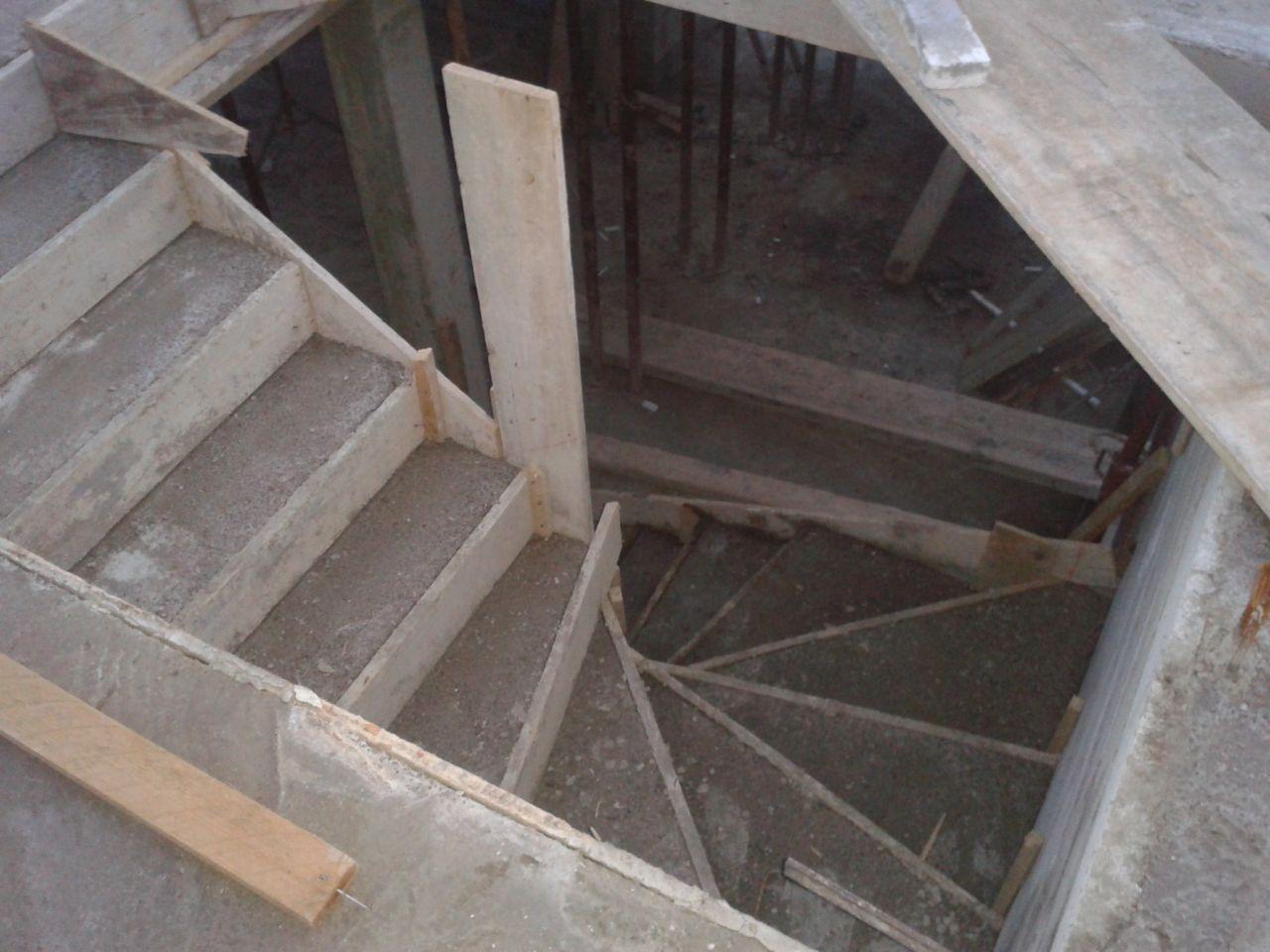 dalle d'étage et escalier coulé