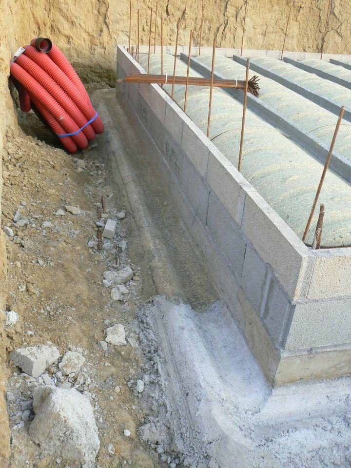 Mise en place du futur drainage autour du garage