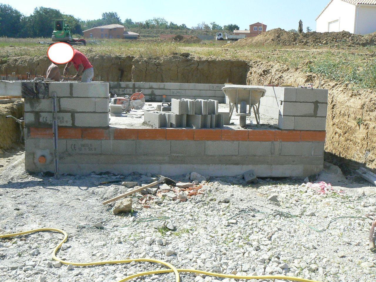 Mur de blocs à BANCHER du garage, pour reprise du plancher du rez de chaussée.