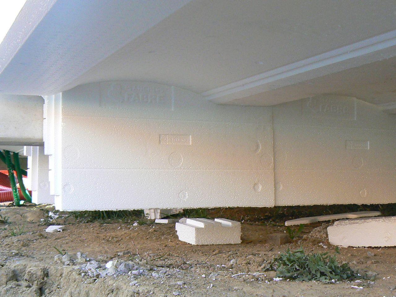 Rupteurs de pont thermique sous plancher du rez chaussée.