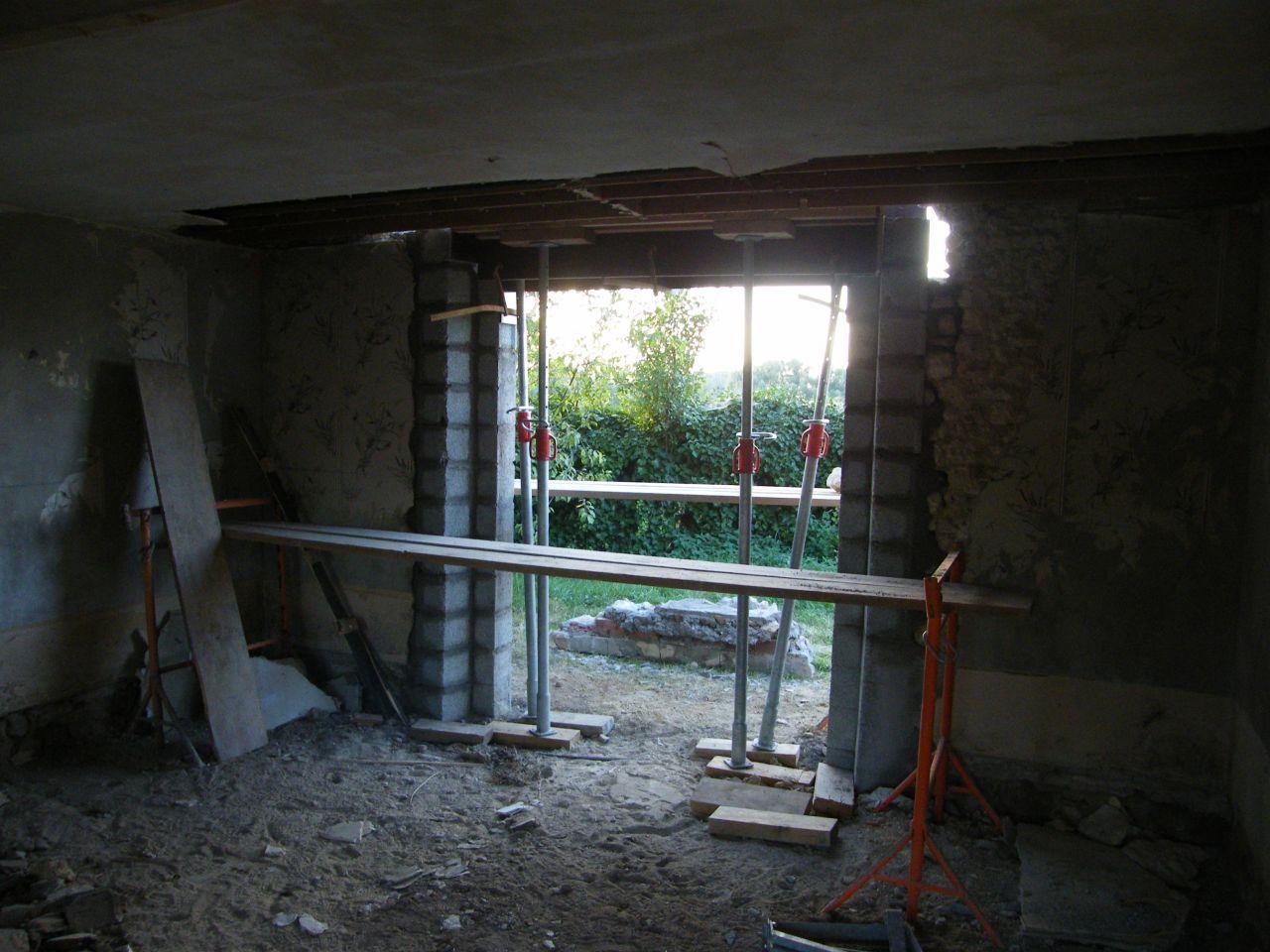 Modification d'une fenêtre en baie vitrée: état en cours de travaux