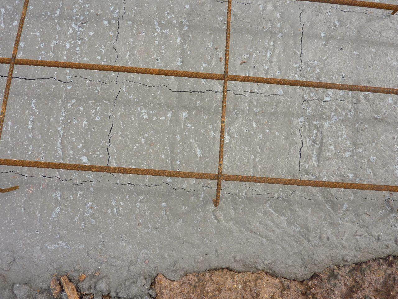 Les fouilles effectuées par maison CASTOR 25/30 ont été re coulées   15 cm en l'état sur celles deffectueuses