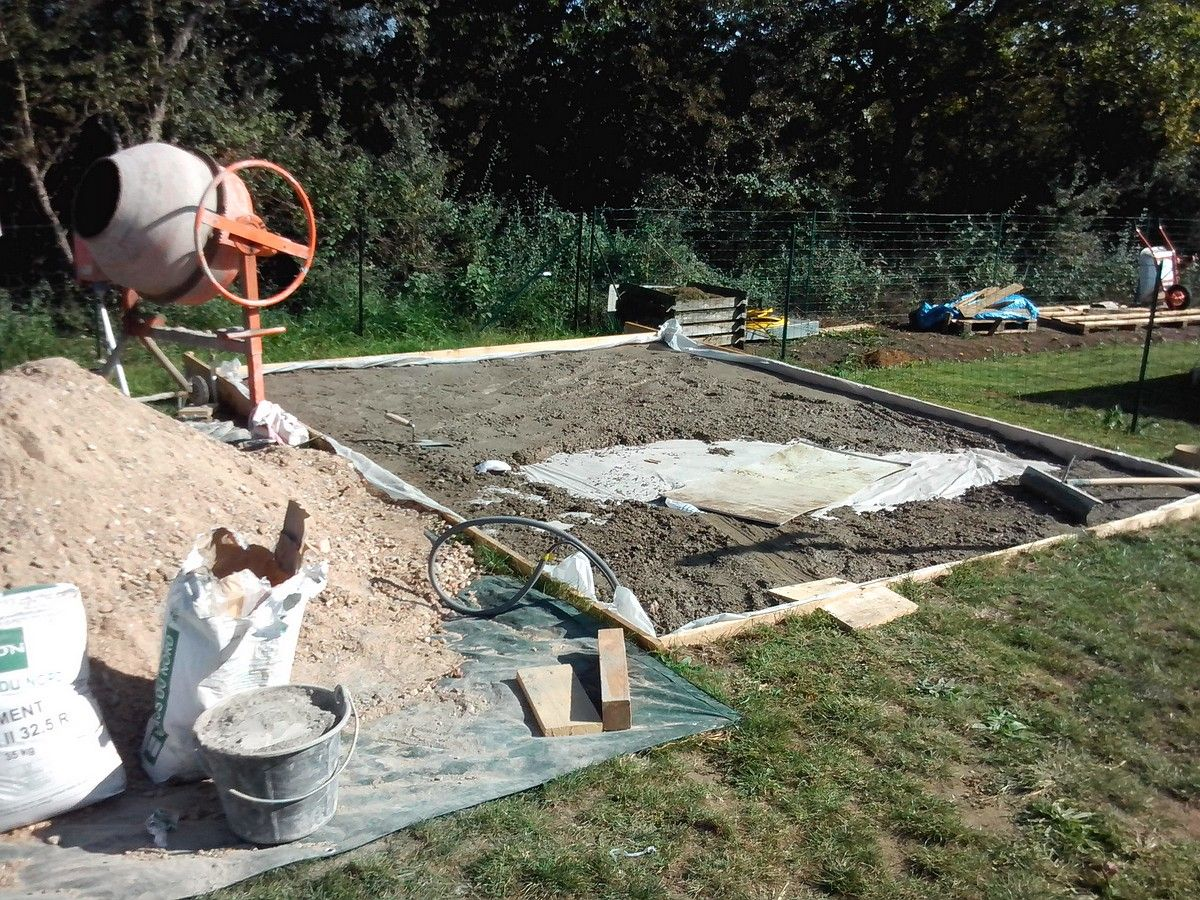 Dalle b ton pour abri de jardin montage de l 39 abri de jardin muret en fa ade nievre - Film polyane sous dalle ...