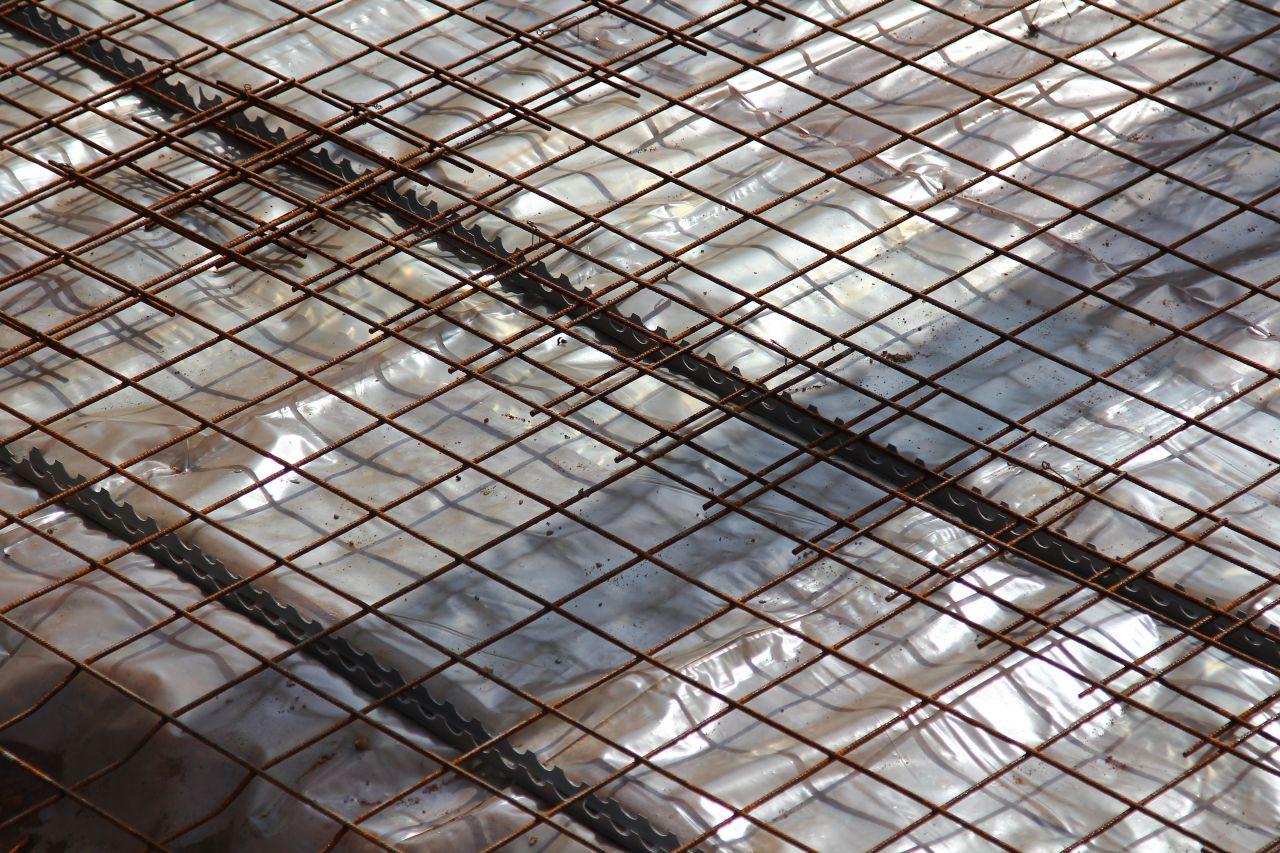 Préparation de la dalle: feuille de polyane et ferraillage