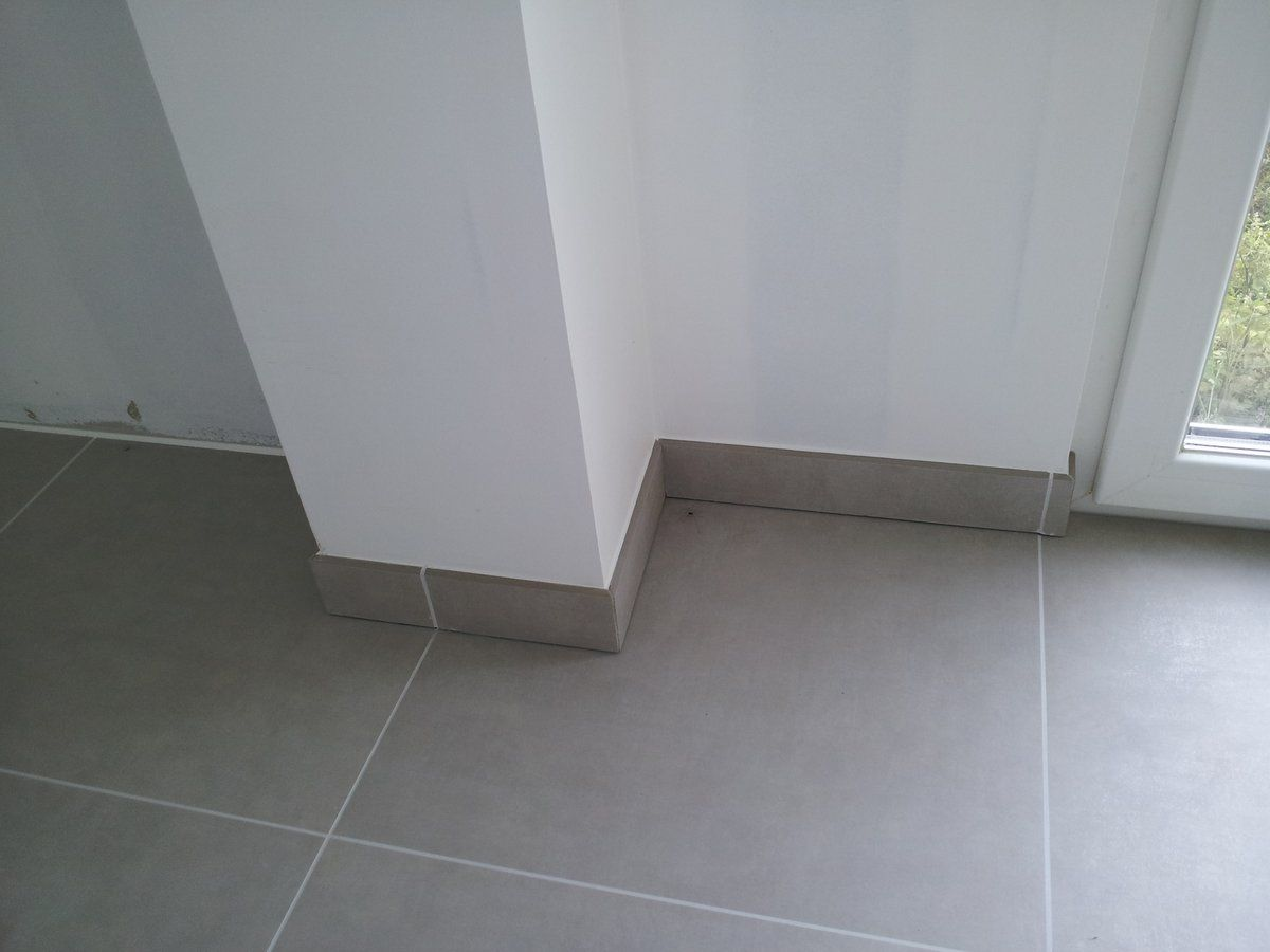 Pose du carrelage les carreaux pose du carrelage for Pose plinthe carrelage angle saillant