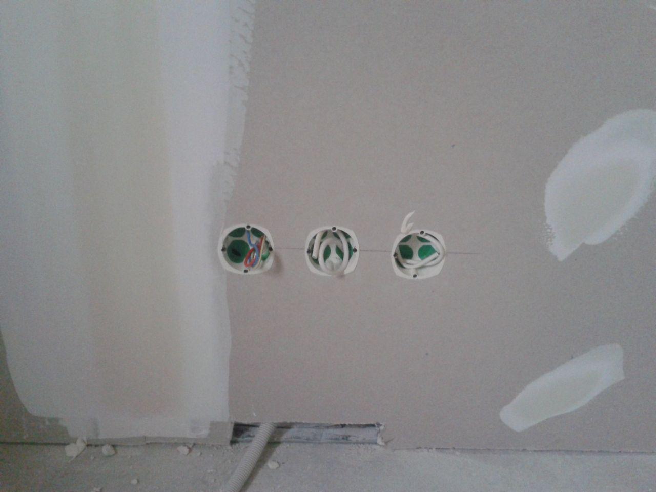1prise électrique,1 prise antenne ,1 prise téléphone dans chaque chambre