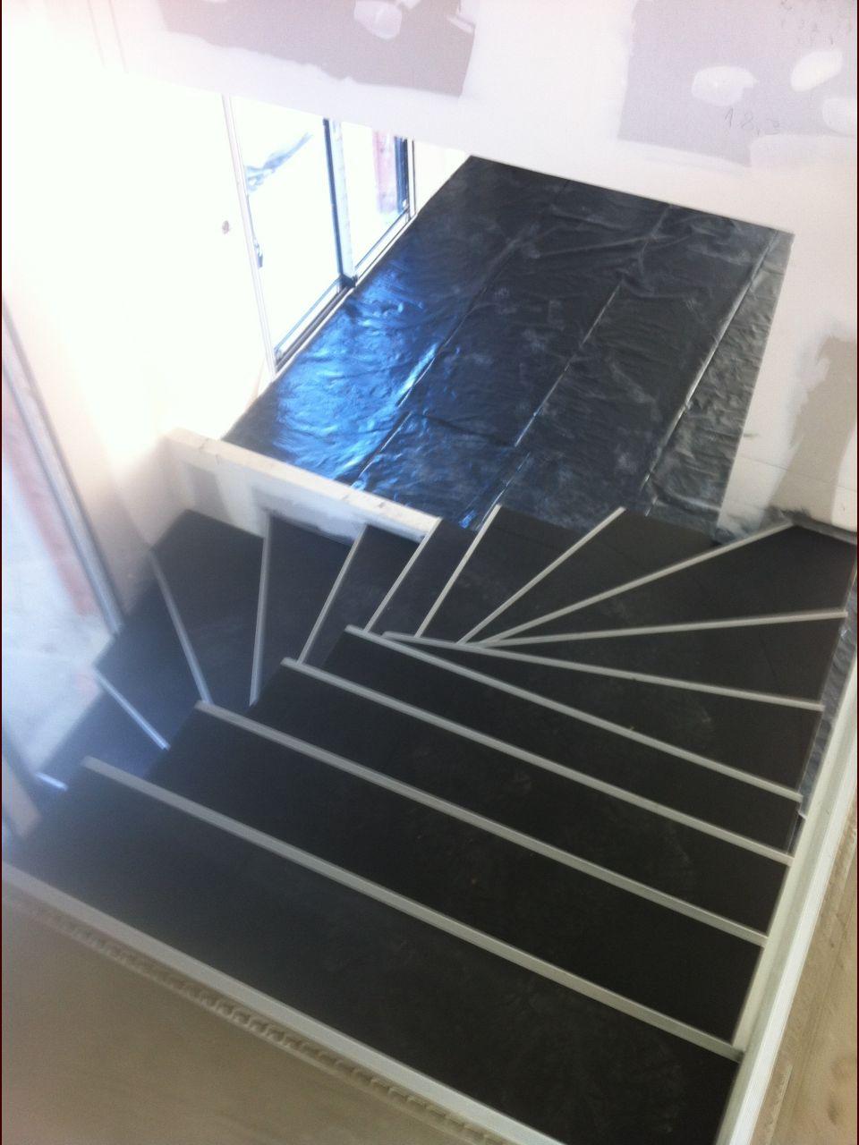 L'escalier avec son carrelage