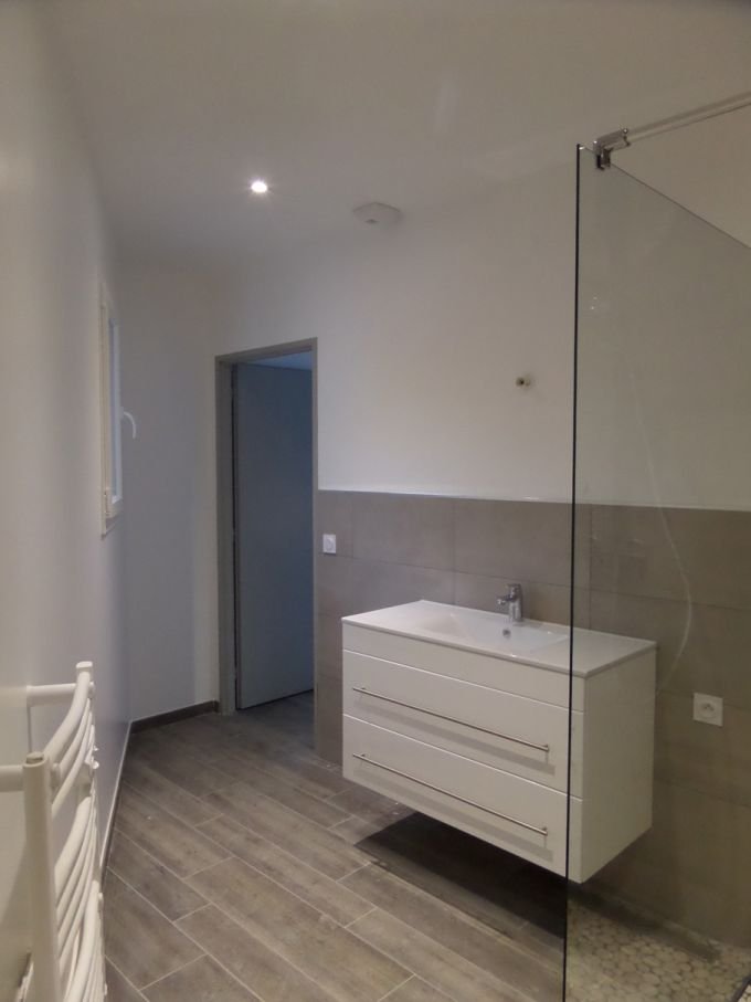 Photo salle de bain de la suite parentale electricit for Electricite salle de bain