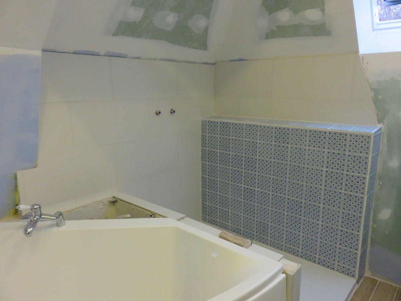 Cr ation d 39 un placard en sous pente carrelage salle de for Prix pose carrelage salle de bain