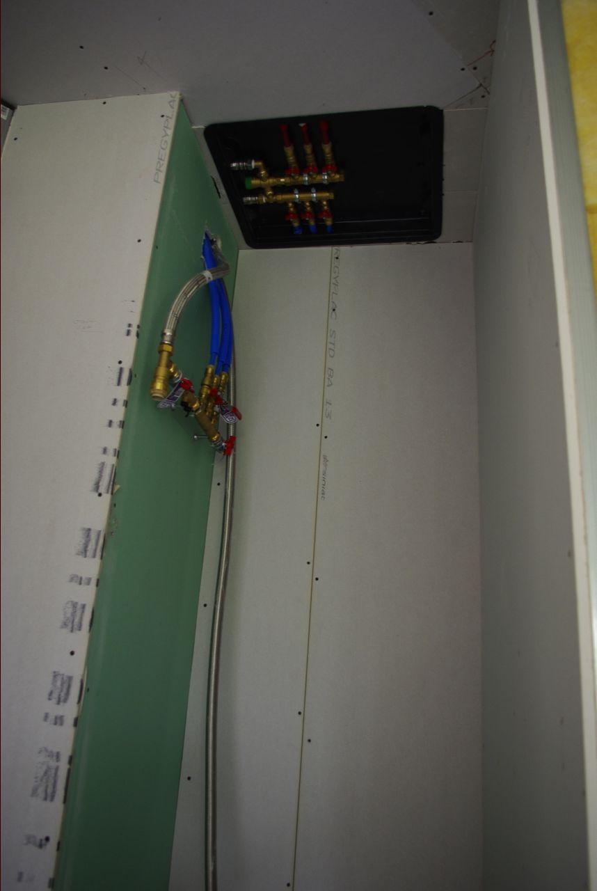 Nourrice d'eau potable (plafond) et d'eau de pluie (mur)