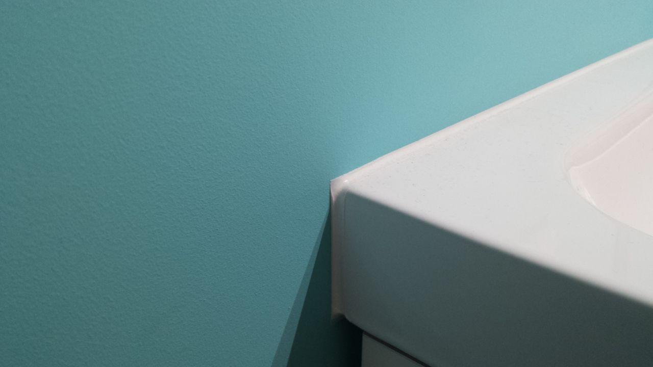 pose des bloc portes montage et raccord des vasques r alisation des joints silicone st. Black Bedroom Furniture Sets. Home Design Ideas