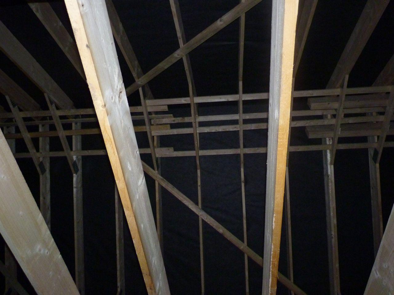 Charpente charpente jour 2 pose de l 39 cran sous for Pose ecran sous toiture par l interieur