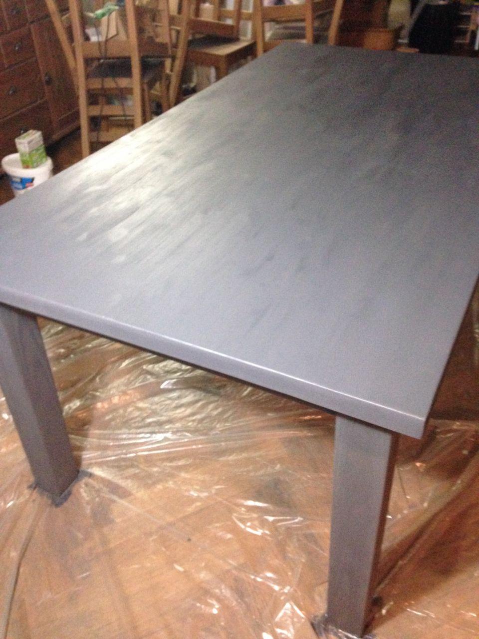 table 1er couche <br /> J'adore l'effet irrégulier un peu comme le béton ciré <br /> on voit les noeuds du bois