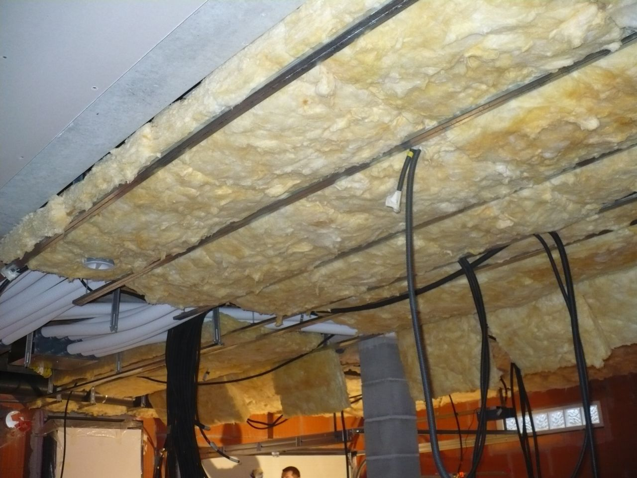 Isolation d un plafond de garage beautiful isolation vide for Isolation thermique sous carrelage