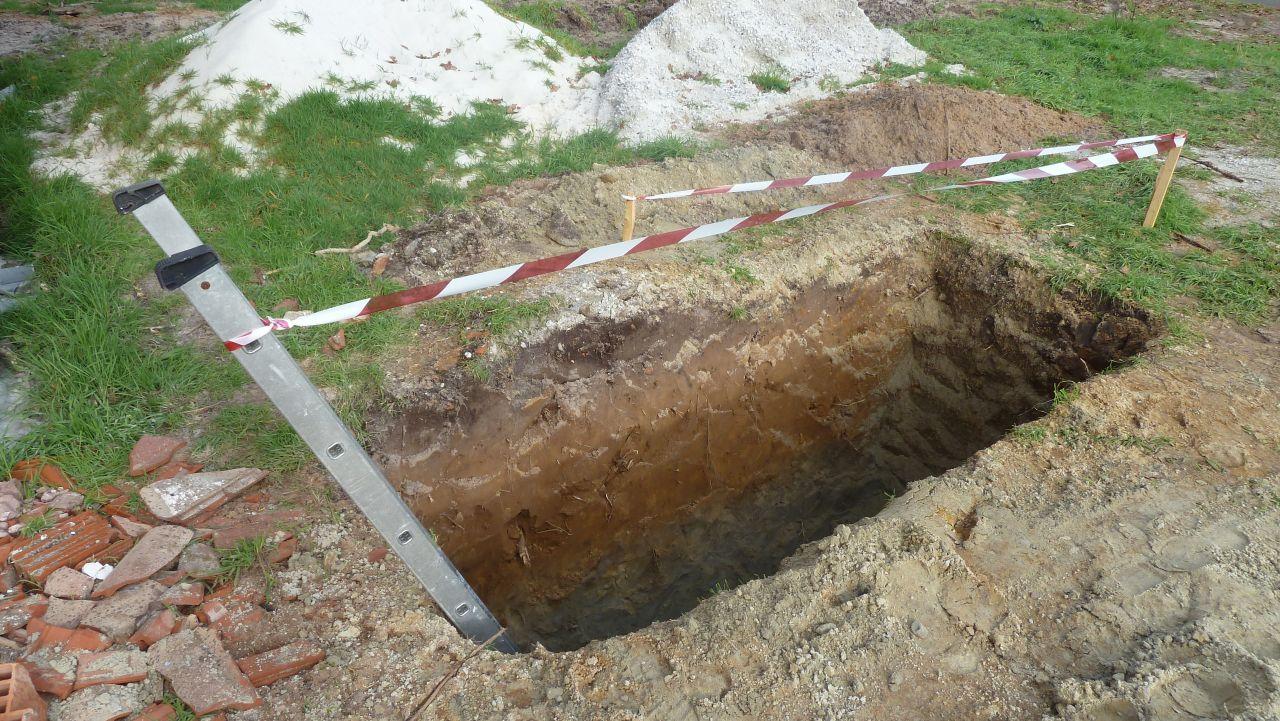 Trou pour accueillir la fosse septique creusé par mon super beau-père !!