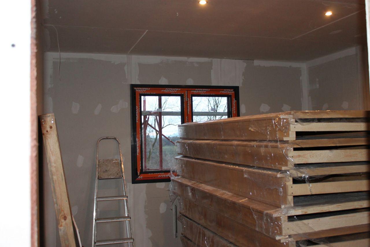 Spots blanc chaud dans une des chambres (photo avec flash)
