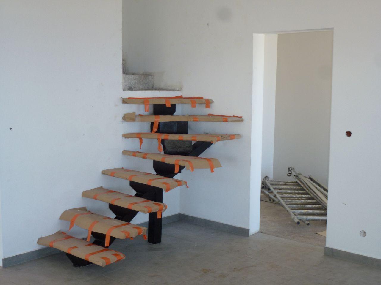 Escalier en partie maçonnée, et l'autre partie en bois