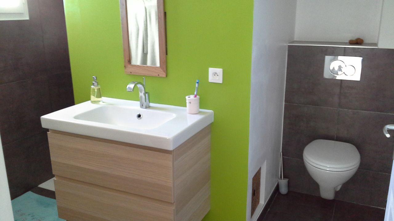 photos de vos salles de bain une fois termin es 1335 messages page 87. Black Bedroom Furniture Sets. Home Design Ideas