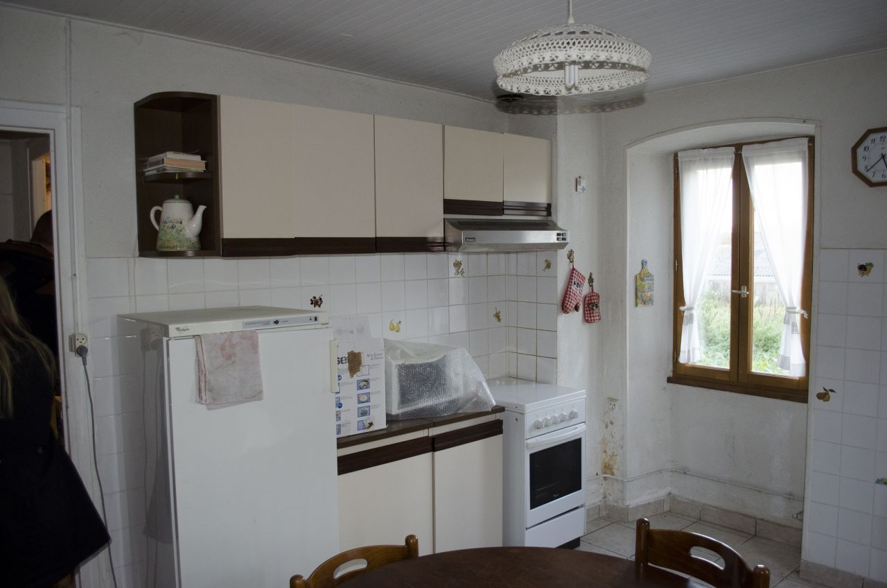 """La """"superbe"""" cuisine de 17m²... Seul les meubles """"magnifiques"""" resteront. Ça dépannera le temps qu'il faut"""