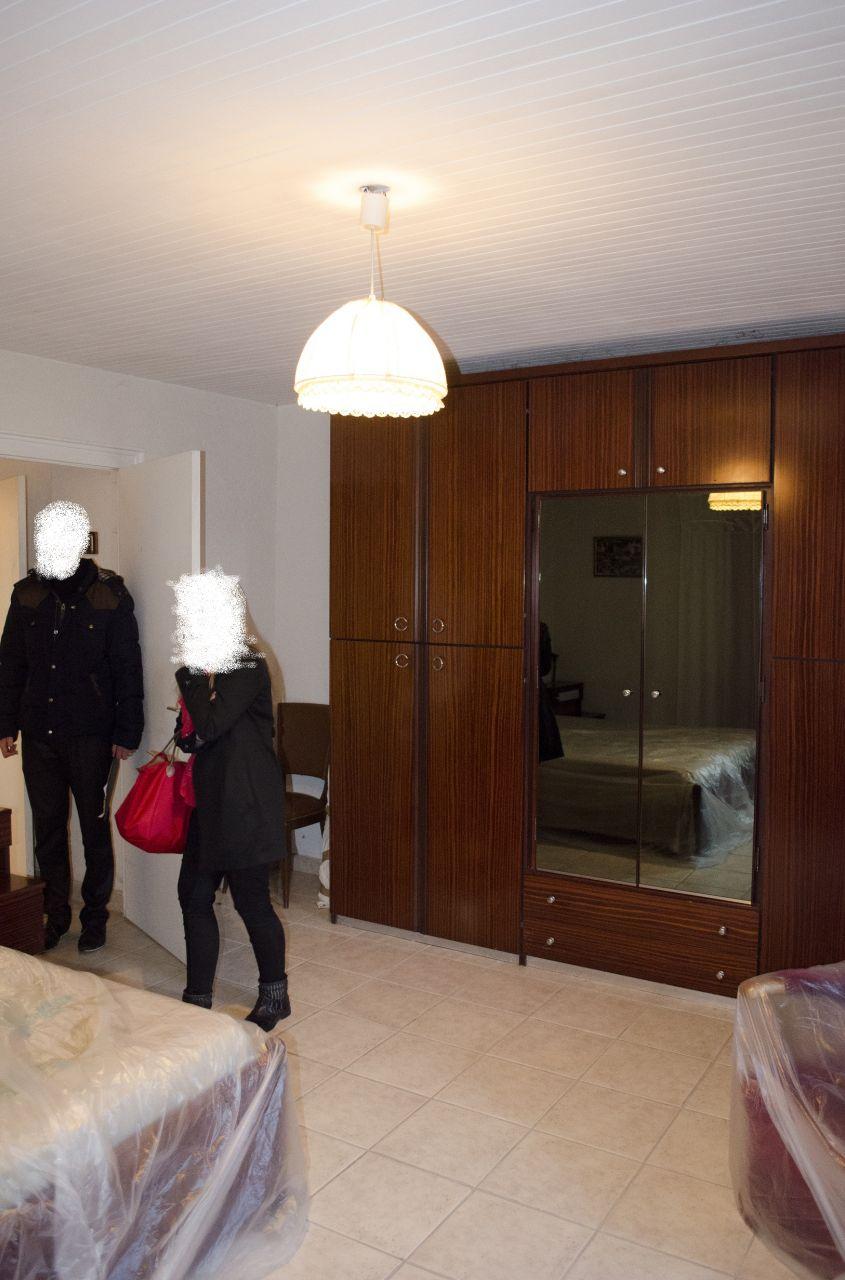 Chambre1 : Grande chambre du RDC. Plus tard, elle devrait devenir la salle à manger.