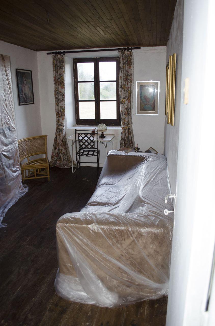 Chambre 4: Le mur de droite est une cloison, il risque d'être supprimé pour faire place à la chambre parentale.