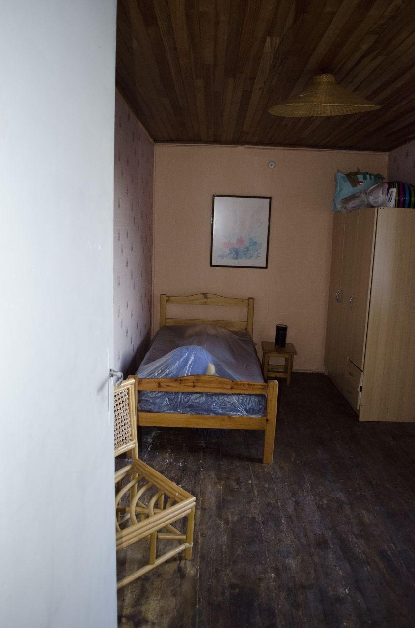 Chambre 3: Le mur de gauche est une cloison, il risque d'être supprimé pour faire place à la chambre parentale.