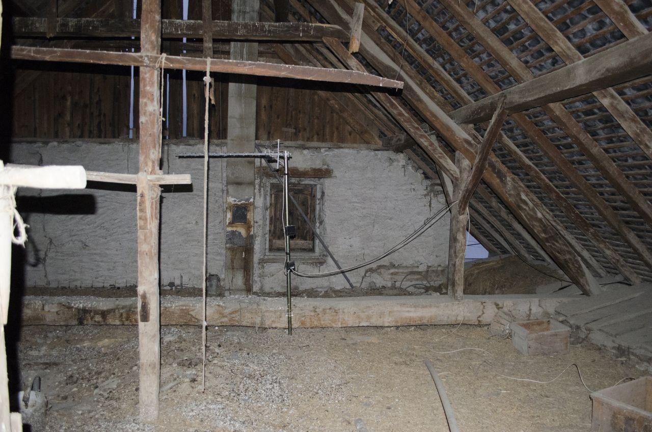 Au dessus du R 1! Ici, si possible, nous pourrons aménager un nouvel étage. Le SUD est à notre droite, ce qui indique que nous pourrons très certainement, poser des panneaux solaires sur le pan de toiture