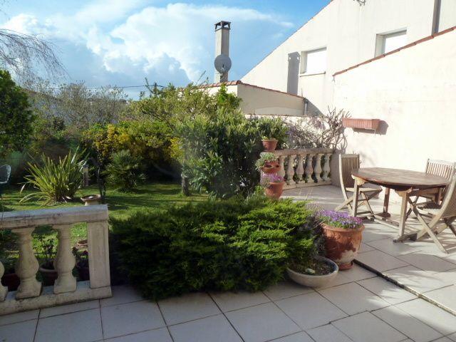 """terrasse """"avant"""" côté NO devant l'atelier et la cuisine"""