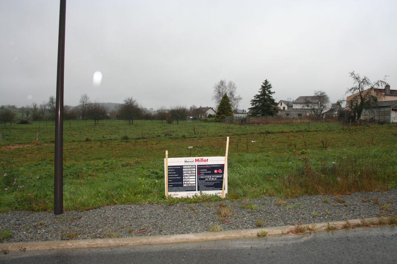 Pose du panneau du permis de construire.